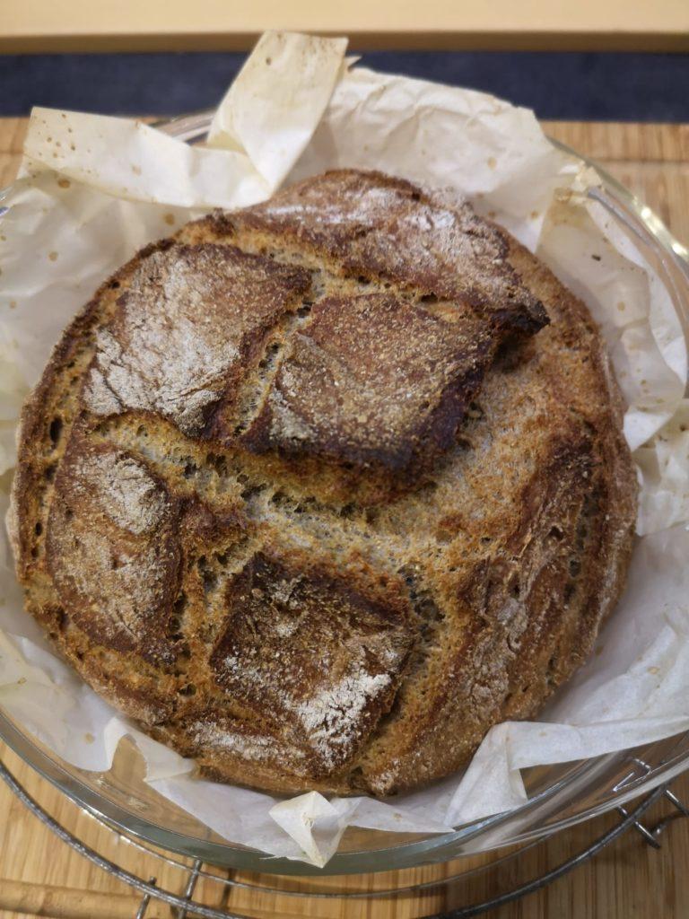 frisches Sauerteigbrot selbst gebacken in der Bordküche
